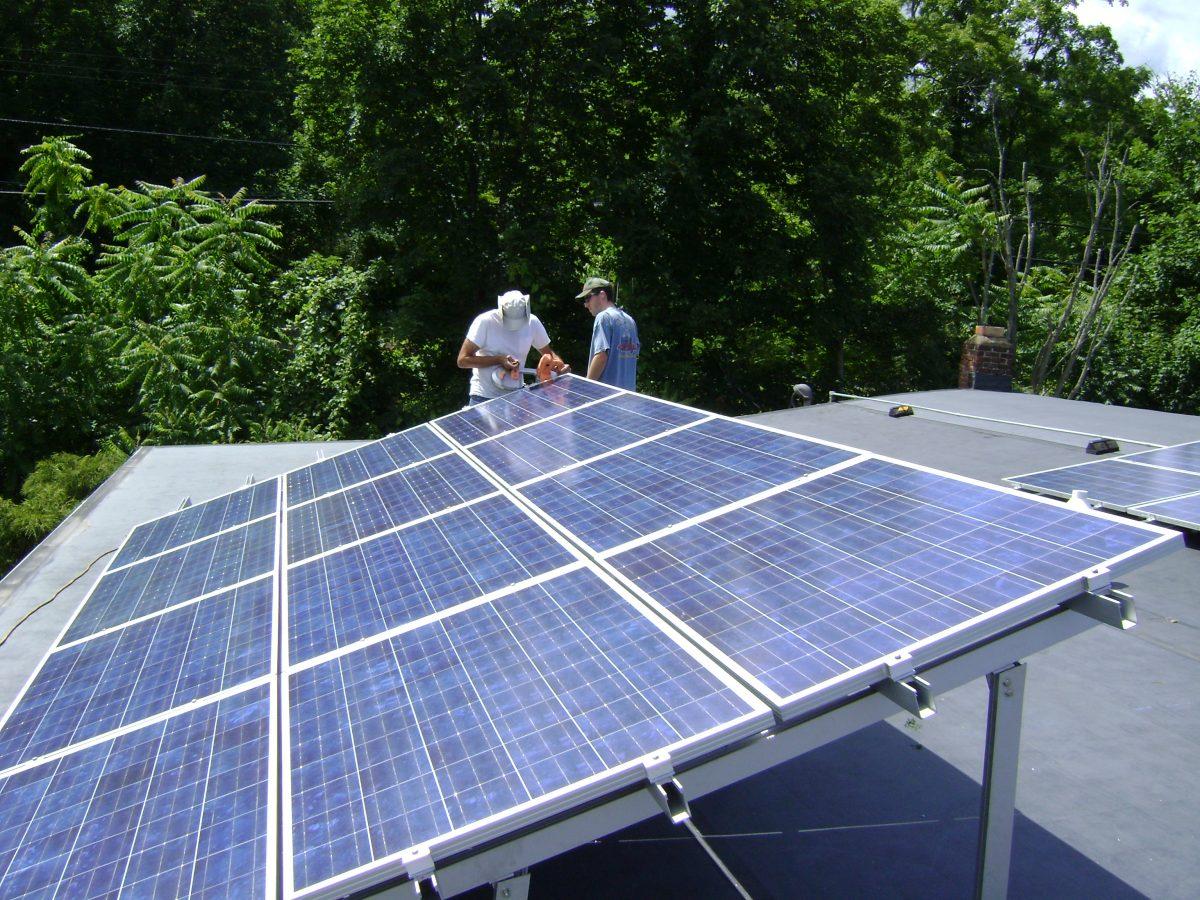 Pin năng lượng mặt trời giá rẻ tại Hà Nội