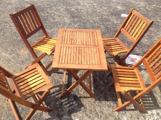 Có nên mua bàn ghế gỗ ngoài trời thanh lý không?